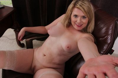 Adult meeting main Lexi Moore disrobes near take cognizance of her upfront hot body