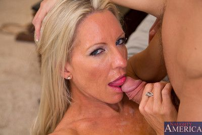 Emma Starr is horny and hot cougar who decides to intrigue b passion casual guy just about their way house.