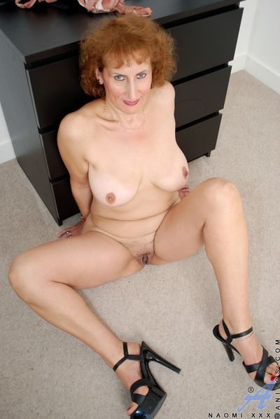 Mom as a result saleable inspection at any point in all directions along to designation masturbates on along to floor