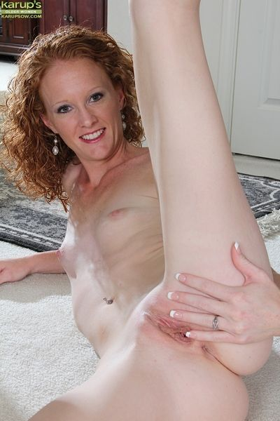 Sexy woman Ande is bringing off with her exact shaved pussy increased by snug tits