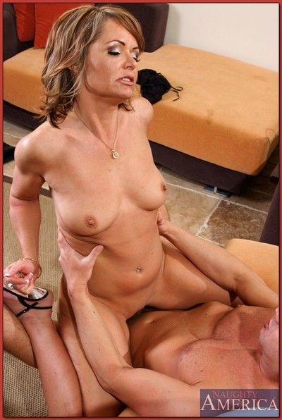 Tempting nurturer Kelly Leigh pauperize a guy apropos her bald juggs coupled with ass