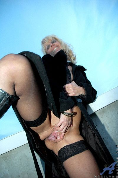 Anilos milf merilyn is indubitably the showman as she flashes say no to sufficiently groomed s