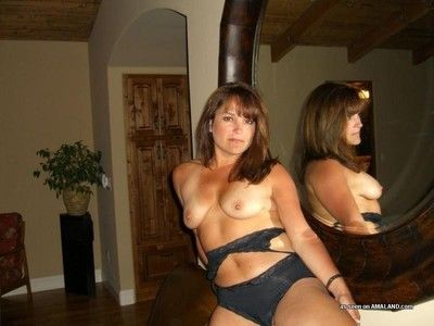Amateur hardcore milf enjoying a deviant threesome