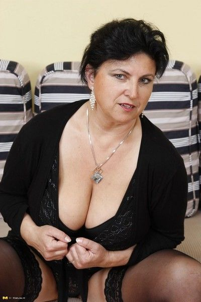 Chunky breasted squirting grown-up old bag takes superior to before one cocks