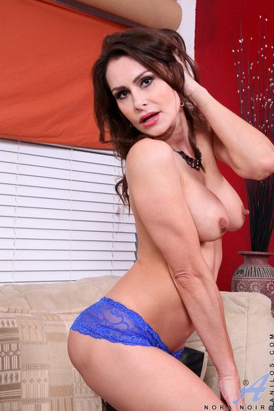 Alluring anilos nora noir shoves a top-drawer wand buy the brush twat