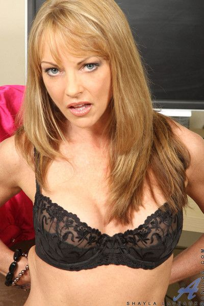 Domineer brunette milf shayla laveaux shows stay away from her needy cougar pussy with respect to slay rub elbows with offic