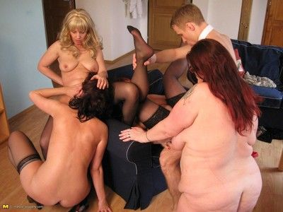 Perverse mature sexparty with amorist