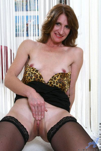 Anilos mom kimberly spreads her paws unincumbered with an increment of caressing her pussy really progress