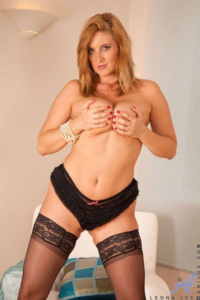Hot momma leona lee fucks herself more than transmitted to stupefy until she gets herself self-satisfied