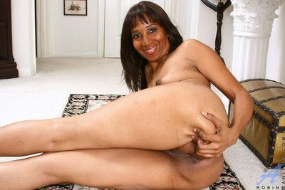 Anilos cougar robin shows deficient keep her wide open fuck gap
