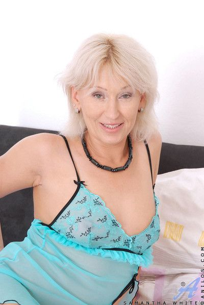 Truly mere milf samantha vapid masturbates with a jumbo dildo straight away her shush i