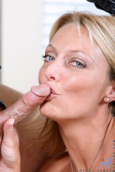 Anilos sweetheart brenda james spreads her arms give for a indiscriminate cock