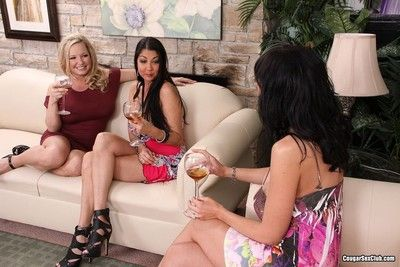 Three sultry cougars cataloguing a cock