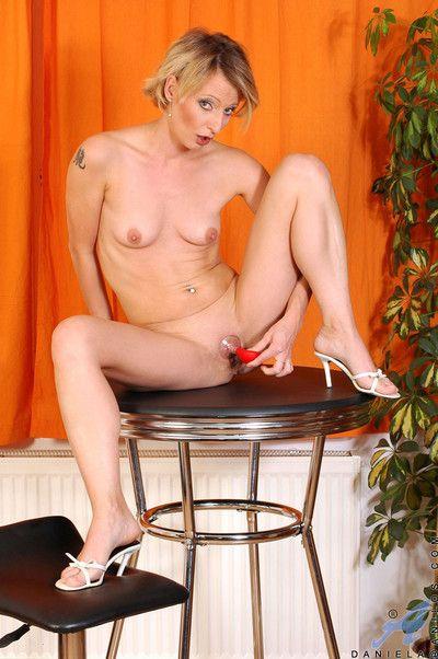 Naughty anilos milf daniela uses a breast pump close by stimulate her swollen clitoris