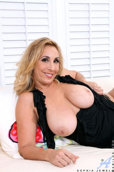 Seductive tow-headed cougar sophia pearl of great price shows retire from her huge anilos titties