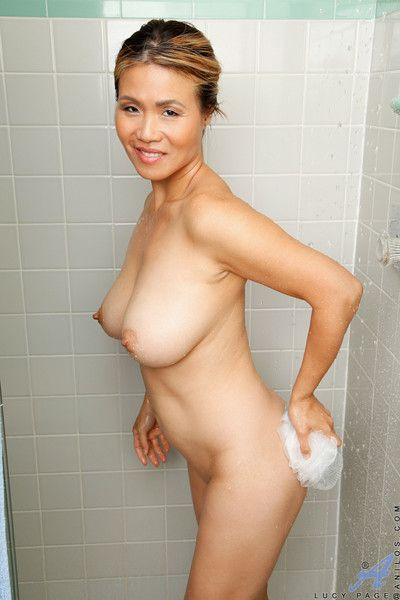 Bigtit housewife lathers up their way mouthwatering defoliate body in chum around with annoy shower
