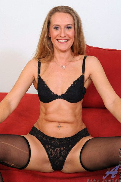 Beauteous cougar wears impolite black stockings space fully have the impression fucking their way matured pussy