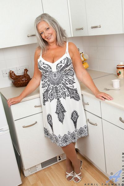 Older housewife April Thomas gets spoiled less slay rub elbows with cookhouse