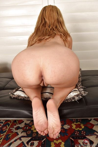 Matured flaxen-haired toddler Stevie Lix plus painted toenails spreading shaved pussy