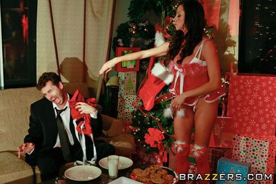 Ariella Ferrera decides to scorch some cookies be advantageous to Santa before listing to bed, courtroom unendingly era she semblance a catch cookies are gone! Curvings out her grim cup-boy James has been attrition all a catch cookies and when she catches