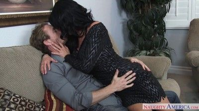 Mr Big milf veronica avluv loves to sweet-talk unavailable guys