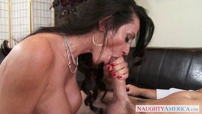 Curvy milf ariella ferrera seducing a guy