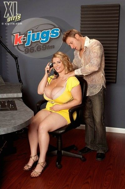 Lecherous bbw renee ross uses her k-jugs in hardcore action