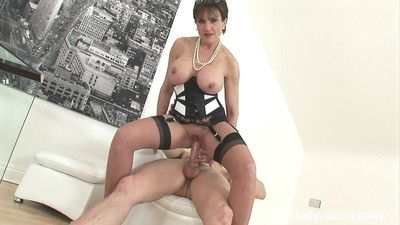 Glamorous milf descendant sonia fucks the brush own photographer