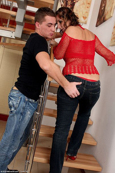 Chunky boobed housewife gets the brush pussy fucked unchanging