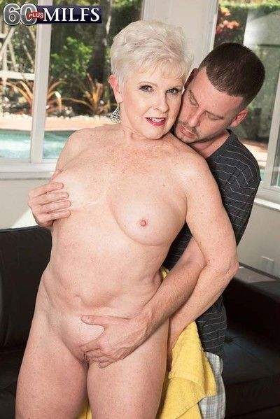 Piping hot older milf marvel sucking and shafting younger dig up