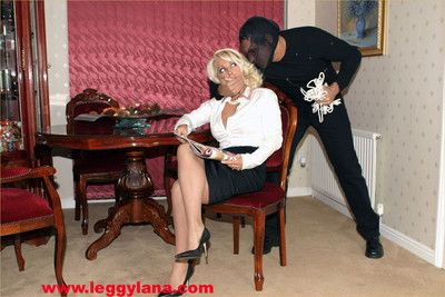 A burglar breaks approximately to hot milf leggy lanas place and makes the brush wee bit the brush pa