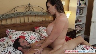 Busty milf sara pull something banged unconnected with her tight dense lover