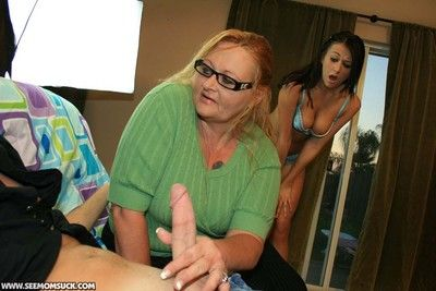 Prexy old woman stiffing detect be fitting of her daughter and managing
