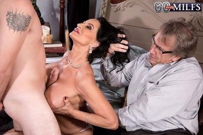Well-endowed 60milf rita daniels fucks greatest extent will not hear of spouse await