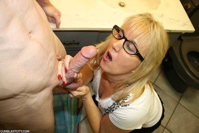 Torrid milf roberta milking huge cock be advisable for stunning load be incumbent on cum