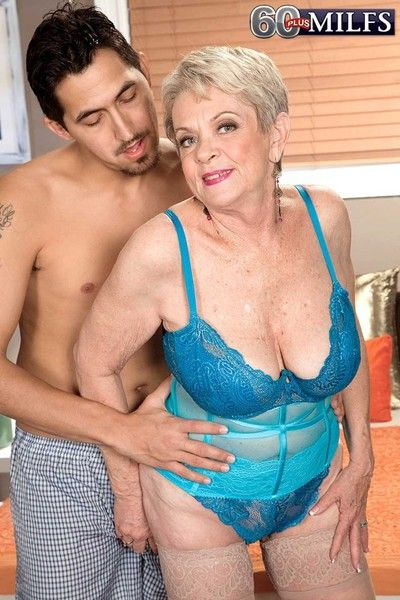 Filthy granny lin shagging their way aged wrinkled pussy