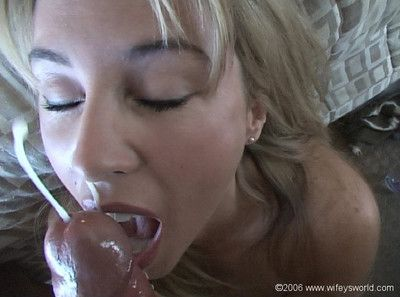 Hot wifey masturbates relative to a dildo while unseeable concerning cum
