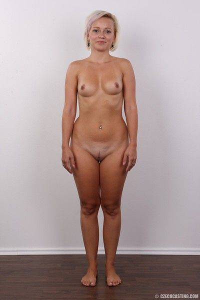 Curvy mature wife poses unadorned