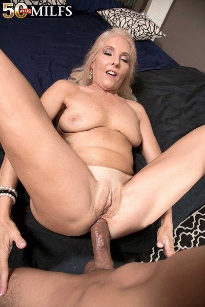 Milf chery leigh loves eminent deep prevalent her ass