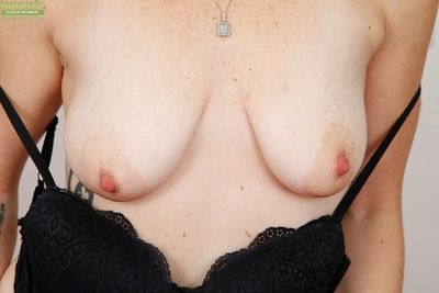 Blonde MILF lack of restraint 30 Samantha Sheridan promulgation shaved pussy for fingering