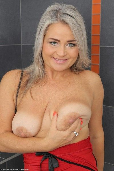 Domineer curvy pretty good mature spreads