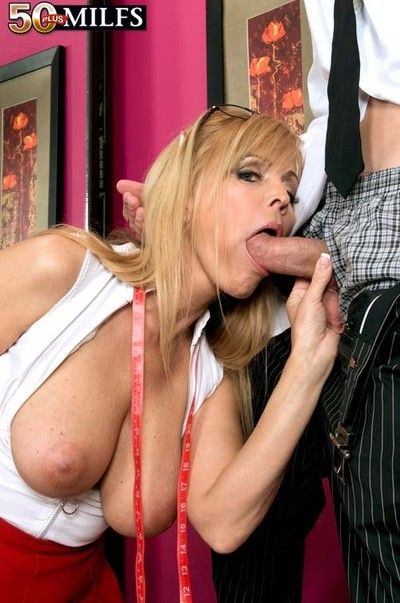 Successful phoney bushwa be required of sweltering 50milf slattern nicole moore