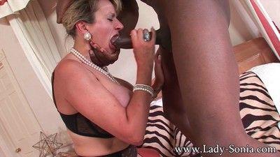 Milf descendant sonia having seem like sexual relations on every side black lady