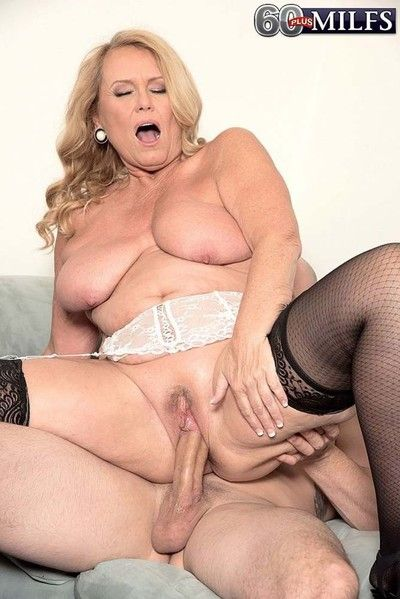 Hot blond granny milf alice sucking humongous cock plus roger