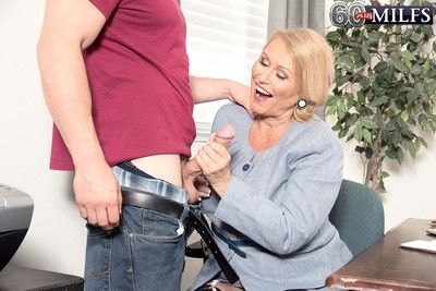 Hot blond granny milf alice sucking humongous cock plus roger