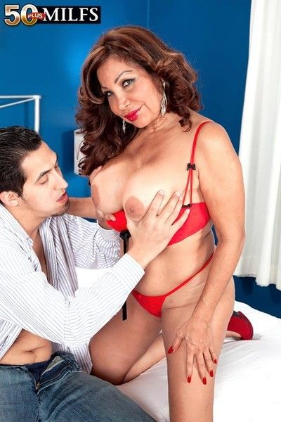 Gaffer lickerish 50 milf sandra martines having young load of shit