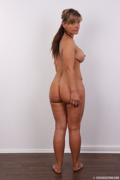 Mature tie the knot with extended ass poses nude