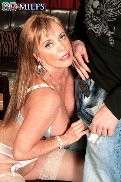 Busty milf lexi mccain having a stiff horseshit be incumbent on her cunt