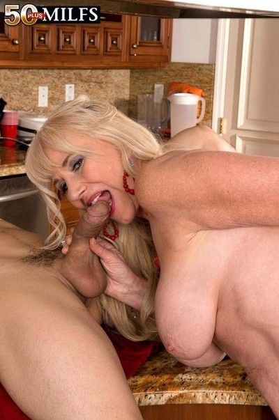 Curvy milf summeran winters bonking with a smile on