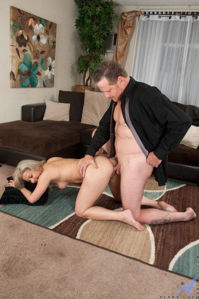 Lovemaking hot to trot housewife gets fucked at the end of one